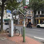 Fahrrad am Mast in Poppelsdorf
