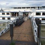 Rollatoren am Schiff